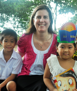 Erin Ganju with students at a Room to Read library in Vietnam
